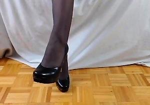 feet fetish,foot fetish,heels,nylon,pantyhose,