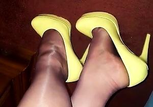 foot fetish,japan mature,legs,mistress,nylon,pantyhose,