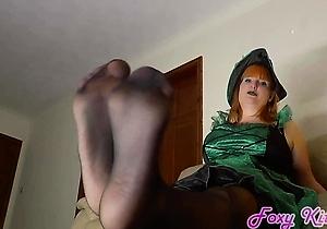 feet fetish,foot fetish,hd videos,heels,jerking,pantyhose,redhead japanese,